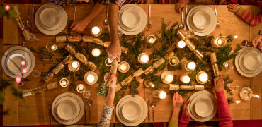 117 Christmas Table GettyImages 847329480 1